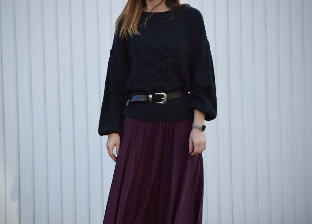 Slouchy Knit Pleated Skirt