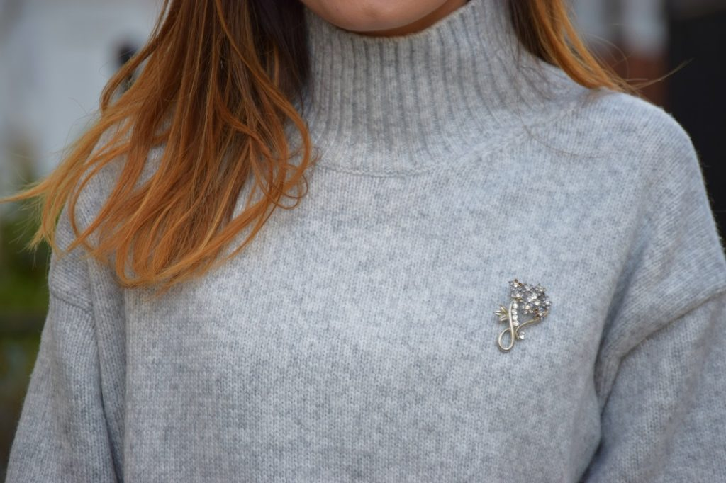 Brooch winter jumper